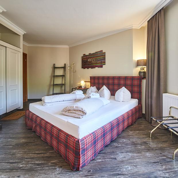 Design doppelzimmer im lifestyle hotel in hinterglemm for Boden direkt rabatt